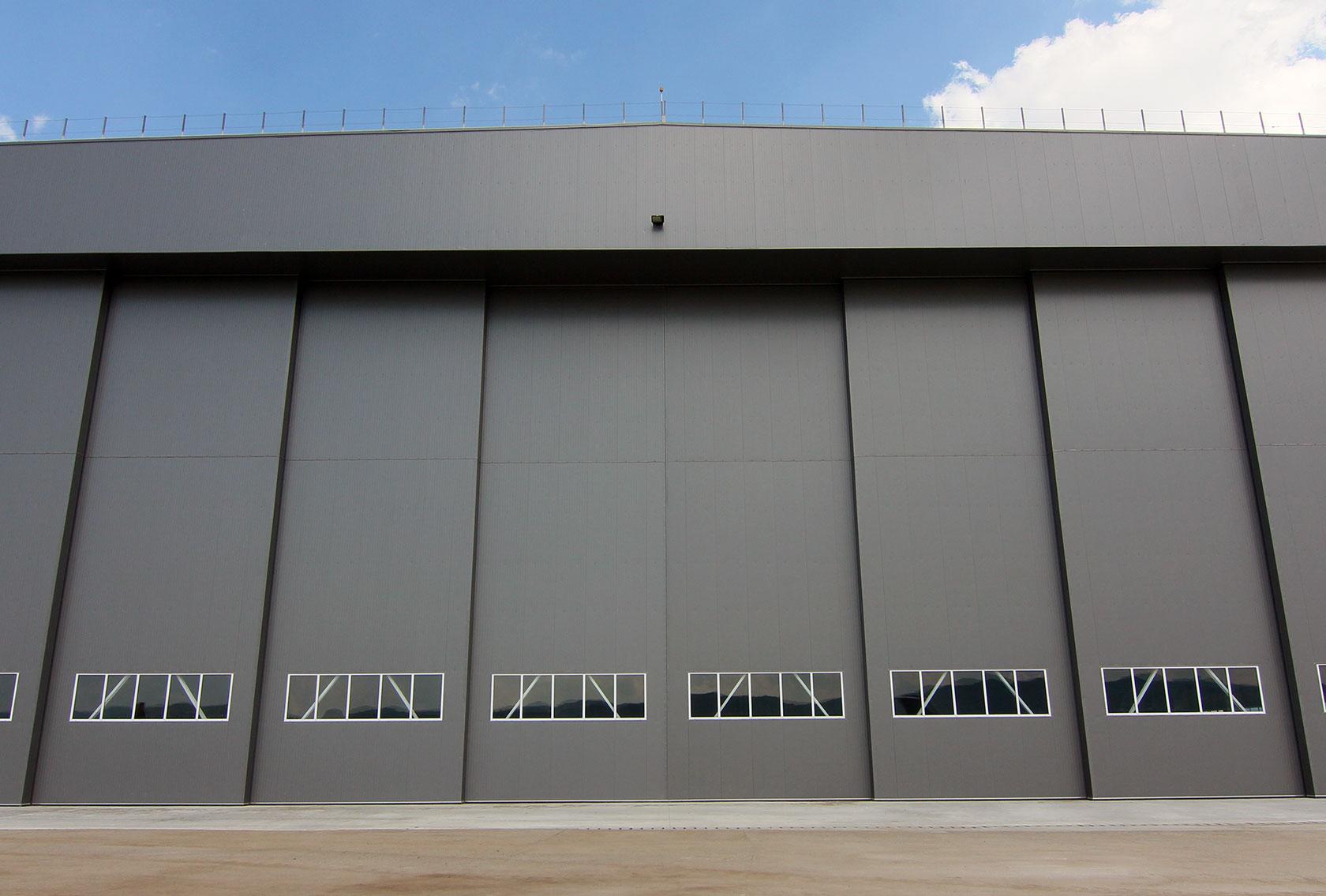 Porți Industriale De Mari Dimensiuni